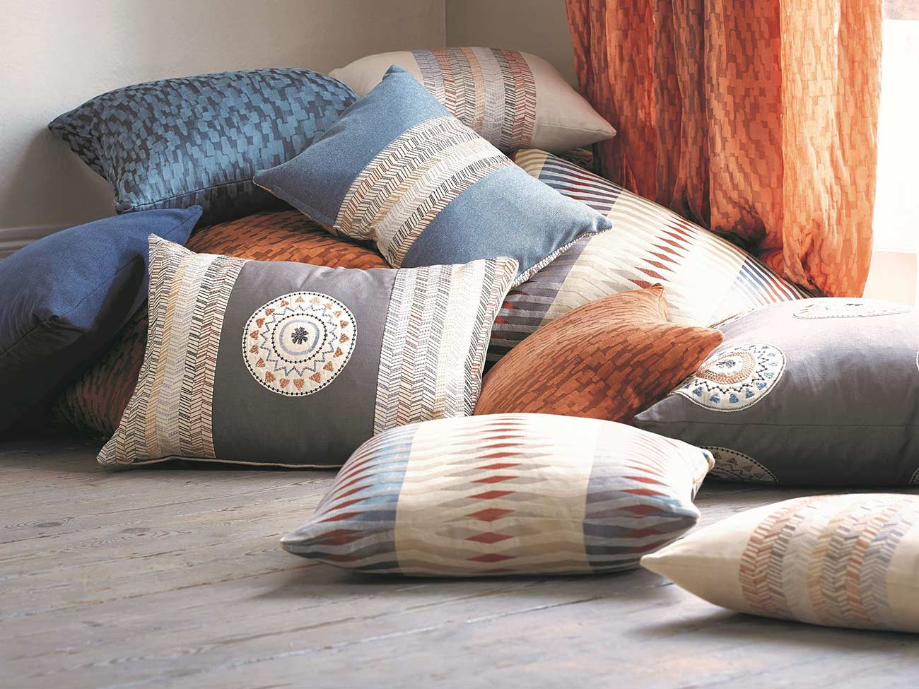 Soft_Furnishing_Taits_Interiors_Cinnamon_Cushions